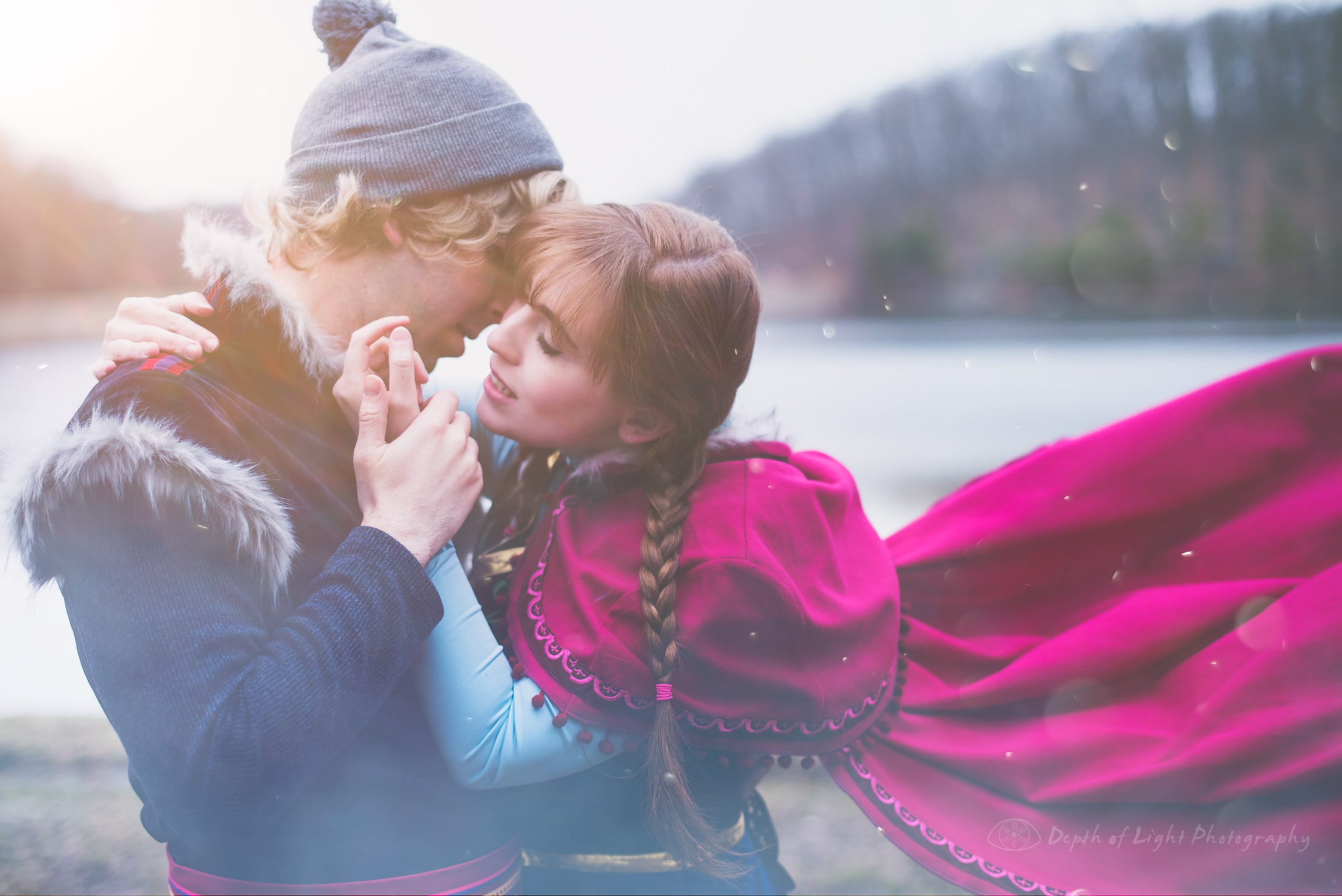 Cosplay Tender Romantic Moments Anna and Kristoff Cosplayers from Disney's Frozen